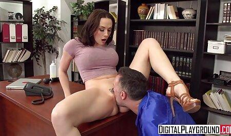 Peitos grandes melhores video anal brincando com uma vara.